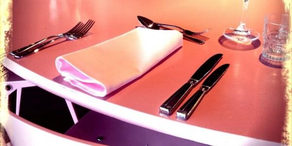 restaurant_citroen_roze_stoel