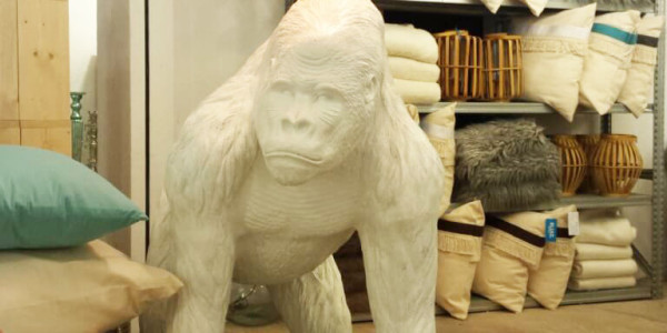 conceptstore_sluiz_ibiza_gorilla_lamp