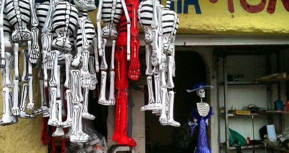 dia_de_los_muertos_skeletten_papier-mache